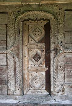 Montana, Best Barns, Knobs And Knockers, Vernacular Architecture, Unique Buildings, Unique Doors, Entry Doors, Romania, Sculpture Art