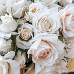One of my favorite roses  my inspiration for today   __________________________________ @roandraff  #weddingtrend2020 #wedding2020 #brud #bride #bouquet #whiteroses #cleanstile #love #trend #fashion #oslo #norway #norge #grandhotel #weddingphotography #weddingphotos