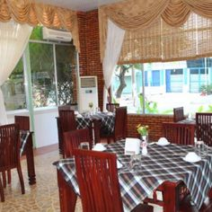 Table setting up in Lien Phat restaurant Chau Doc. More at http://www.chaudoctravel.com/2014/01/lien-phat-restaurant/