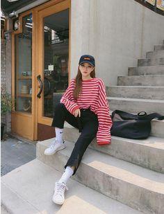 Korean Daily Fashion- Outdoor Look in Autumn Popular Autumn Fashion in Korea Light blue sweater with skinny jeans Striped. Korean Fashion Trends, Korean Street Fashion, Korea Fashion, Asian Fashion, Daily Fashion, Ulzzang Fashion, Tomboy Fashion, Trendy Fashion, Fashion Outfits