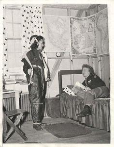 WWII U.S. WASP Pilots Helen Snapp & Margaret Bruns in their Quarters -  Press Photo