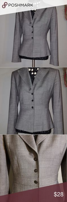 Elie Tahari fitted blazer size 4P Like new condition, very nice fit, size 4petite. Elie Tahari Jackets & Coats