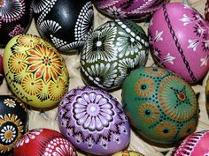 """Marguciai, Lithuanian Easter Eggs ~ """"Margučiai"""" (pronounced mar-goo-chay), are an important part of celebrating """"Velykos"""" (Easter) in Lithuania. Diy And Crafts, Arts And Crafts, Egg Tree, Easter Table Settings, Ukrainian Easter Eggs, Egg Designs, Easter Traditions, Faberge Eggs, Egg Decorating"""