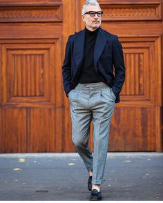 How To Wear a Blue Blazer With Grey Dress Pants For Men looks & outfits) Gentleman Mode, Gentleman Style, Suit Fashion, Mens Fashion, Style Fashion, Fashion Details, Style Casual, Men Casual, Komplette Outfits