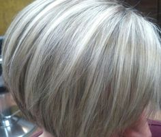 Woman 50 years Naturally White Silver Gray Hair: Highlights and lowlights of …… - Accessoires pour cheveux Pelo Color Gris, Medium Hair Styles, Short Hair Styles, Grey Hair Styles For Women, Hair Highlights And Lowlights, Platinum Highlights, White Highlights, White Hair With Lowlights, Platinum Blonde