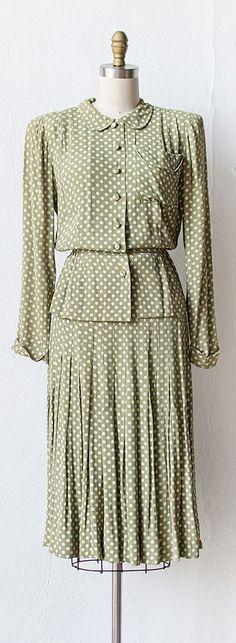vintage 1940s STROLL THROUGH DORCHESTER suit | #1940s #vintage #green