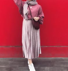 ,H I J A B + S Ok I R T season outfits season outfit concepts season trend season haul season outfits of the week season outfit for … Hijab Fashion Summer, Muslim Fashion, Modest Fashion, Skirt Fashion, Fashion Outfits, Winter Fashion, Casual Hijab Outfit, Ootd Hijab, Hijab Chic