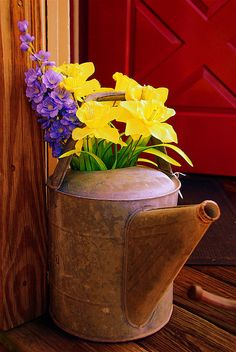 Antique watering can outside the Stony Creek Antique Store, Branford, CT. Metal Watering Can, Watering Cans, Container Plants, Container Gardening, Bucket Gardening, Plants For Hanging Baskets, Bouquet, Flower Quotes, Plant Decor