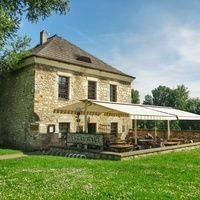 Charming village restaurant in Litomerice is part of our half day trip to Terezin concentration camp and jewish ghetto. Visit our website and join us !