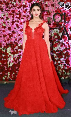 Katrina, Alia and Kareena Look Alluring at the Lux Golden Rose Awards Western Gown, Western Dresses, Girls Night Dress, Alia Bhatt Photoshoot, Alia Bhatt Cute, Indian Wedding Gowns, Indian Celebrities, Bollywood Celebrities, Bollywood Actress