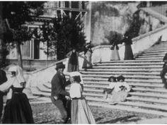 Questo è il più antico documento cinematografico sulla Ciociaria, è il n°289 del catalogo Lumière, fu girato a Roma nel marzo del 1896. Ci mostra alcune coppie, in costume tradizionale, che ballano al ritmo di una musica che non c'è (quella che c'è l'ho aggiunta io). Leggi di più su http://iconauta.altervista.org/news.html#dansedesciociari