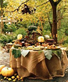 """En ce moment, la mode est dédié au bar de mariage ! Alors troquez votre """"candy bar"""" pour ce délicieux bar d'automne ! Vin chaud, marrons et citrouilles attendront vos invités dans ce magnifique décor de saison."""
