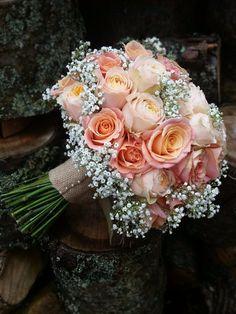 bouquet de mariée composée d'un camaieu de roses orangées