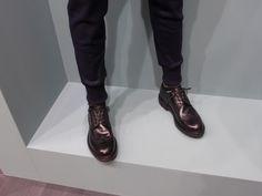 スリムなパンツの足元の画像 | ELEMENTS OF STYLE