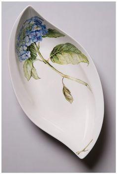 Porcelain And China - Porcelain Vase Bowls - Vase ideen Pottery Painting, Ceramic Painting, Pottery Vase, Fine Porcelain, Porcelain Ceramics, Pottery Lessons, Botanical Decor, Painted Plates, China Painting