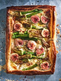 Too pretty to eat but figs are a summe time fave! Fig Goats Cheese And Zucchini Flower Tart Donna Hay Recipes, Fig Recipes, Pastry Recipes, Vegetarian Recipes, Cooking Recipes, Savoury Tart Recipes, Dessert Recipes, Dishes Recipes, Lunch Recipes