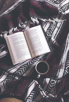 Incierno+libro+taza de cafe= hermoso día.