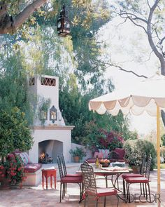 For Cindy Crawford and her family, designer Michael Smith created stylish yet relaxed spaces, both indoors and out, for their home in Brentwood, California.--Love this outdoor fireplace/oven. Outdoor Rooms, Outdoor Dining, Outdoor Patios, Outdoor Retreat, Outdoor Kitchens, Outdoor Decor, Chamonix, Home Again, Spanish Style
