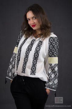 handmade embroidery - bohemian blouse - romanian blouse - ie romaneasca Ethnic Fashion, Hijab Fashion, Boho Fashion, Peasant Blouse, Blouse Dress, Folk Costume, Costumes, Bohemian Blouses, Blouse Online