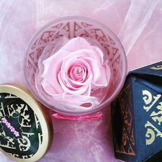#cadeau #fetedesmeres #rose #eternelle #parfumee ne fane pas ! 2 exemplaires disponibles ! http://www.artifleurs-fleurs-artificielles.com/boutique/fleurs-naturelles-preservees/ecrin-pot-en-verre-rose-eternelle-diamant-cadeau-chic.html