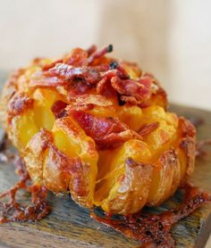 Bloomin' Baked Potato, delicious! Get the recipe-->