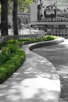 Granite organic seat wall serpentine sinuous The Style Examiner London Unveils Redesigned and Enhanced Leicester Square Landscape Elements, Urban Landscape, Landscape Design, Urban Furniture, Street Furniture, Poket Park, Villa Architecture, Architecture Diagrams, Architecture Portfolio