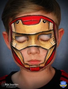 Facepainting a child friendly Ironman. With open nose and mouth area en only soft starblends on the eyes ;-). www.blije-snoetjes.nl
