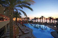 Het 5-sterren Aegean Dream Resort is een gezellig hotel, direct aan het strand gelegen, met alles in huis om u een onvergetelijke vakantie te bezorgen. Het resort ligt gunstig ten opzichte van het centrum van Turgutreis. Erg leuk zijn de gratis watersporten, waaronder de bananenboot! Het hotel ligt direct aan de promenade, op slechts 1 km van het centrum van het gezellige visserplaatsje Turgutreis. Bodrum is makkelijk te bereiken met de dolmus.    Officiële categorie *****