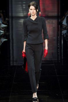 Look nero con pantaloni Armani