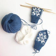 Ravelry: Sonja-votten pattern by Tonje Haugli Mittens, Ravelry, Knitwear, Winter Hats, Knitting, Crochet, Mini, Pattern, Crafts