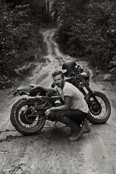 出典: Devid Beckham Official Facebook 英国の超一流バイク用アパレルブランド、ベルスタッフのイメージキャラを務める、デビッド・ベッカムが渋すぎます。 いい男と、いいバイクと、いい服。 誰もかないませんね。