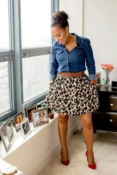 Animal print mini skirt, denim top & leather belt Denim Top Outfit, Chambray Top, Jean Shirt Outfits, Red Shoes Outfit, Denim Outfits, Skirt Outfits, Fall Outfits, Shirt Dress, Hipster Outfits