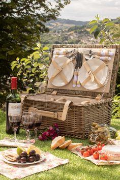 Hamper Basket, Picnic Baskets, Picnic Hampers, Gift Baskets, Comida Picnic, Picnic Date, Beach Picnic, Summer Picnic, Camping Parties