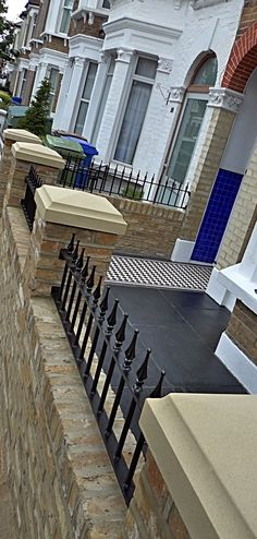 classic-london-front-garden-paving-mosaic-path-new-brick-wall-stone-pier-caps-and-metal-gate-and-rails-london.JPG (601×1260)