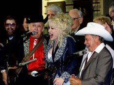 "Jimmy Martin, second from left, joins Dolly Parton, co-host Little Jimmy Dickens and others as they sing ""Will the Circle Be Unbroken"" after the annual medallion ceremony for new members of the Country Music Hall of Fame."