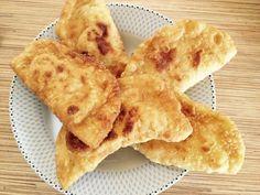 Συνταγή για παιδιά: τηγανίτες τυρόπιτες απο την Ελένη Μακροδημήτρη Bread Recipes, Snack Recipes, Cooking Recipes, Snacks, Finger Food Appetizers, Finger Foods, Easy Cooking, Food And Drink, Vegan