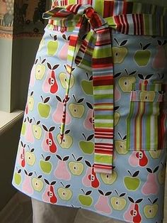 Love this fabric.  Love this apron.  Love these colors for my kitchen/dining room.  LOVE!