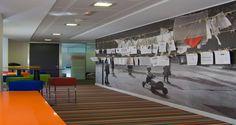 Área de descanso nos escritórios do Grey Group em Madrid, Espanha