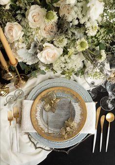 La Tavola Fine Linen Rental: Chelsea Natural Napkins | Photography & Rentals: Posh Couture Rentals