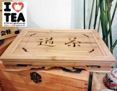 Bandeja de Bambú con compartimento para ceremonia del té o guardar galletas y otros dulces, tambén sirve como peana para ensalzar set de té u otros objetos. Medidas 36 cm x 26 cm. 40 euros. Ref. BandejaChaDo
