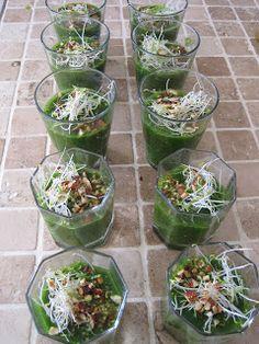 Grøn gazpacho med grillede tigerrejer