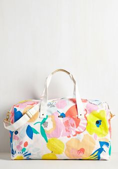 Paris? Lyons? Wherever your vacay plans take you, this canvas weekend bag is the simple choice for the girl on the go! Featuring shimmery, golden handles, a cute quote-printed inner pocket, and a vibrant floral print, this travel bag is brimming with 'let's go' attitude!