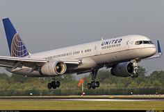 N13110 United Airlines Boeing 757-200