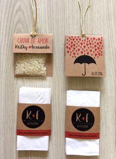 Kit Lágrima de Alegria + Chuva de Arroz    CHUVA DE ARROZ:  Embalagem personalizada para chuva de arroz feita em papel kraft com arroz de verdade!  Incluso fio de sisal para fechamento.    LÁGRIMAS DE ALEGRIA:  - Impresso em papel kraft especial.  Cada embalagem contém:  - Um lenço triplo de alta...