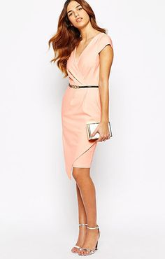 ASOS(エイソス) の女性らしい奇麗なラインを表現してくれるペンシルドレス (Paper Dolls Wrap Front Pencil Dress)です。通販だからできる割引価格でお届けします。
