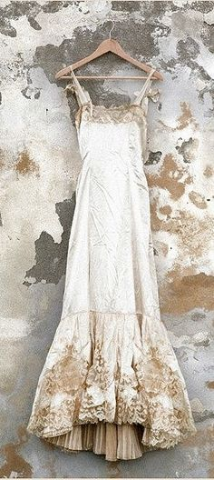 magnificent wedding dress with gold embellishment Ana Rosa Vintage Lace Gowns, Vestidos Vintage, Antique Lace, Vintage Slip, Vintage Nightgown, Vintage Lingerie, Fashion Vestidos, Vintage Outfits, Vintage Fashion