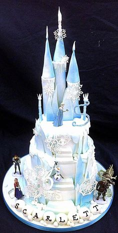 38 Pretty Cakes Fit for a Princess Bolo Frozen, Disney Frozen Cake, Disney Frozen Birthday, Disney Cakes, Frozen Frozen, Castle Birthday Cakes, Frozen Themed Birthday Party, Elsa Birthday Cake, Princess Birthday