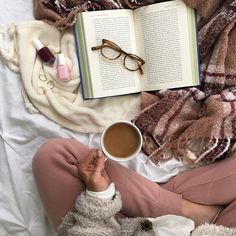 Feelin' extra thankful for sweatpants 🙌💕 (Shop link in bio) Flat Lay Photography, Coffee Photography, Photography Poses, Xenia, Shotting Photo, Cozy Aesthetic, Holiday Pajamas, Rosa Rose, Coffee And Books