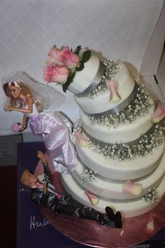 Kippende Hochzeitstorte - Schleierkraut-Wolken in rosa und weiß - Sommerhochzeit in Bayern, Garmisch-Partenkirchen, Riessersee Hotel, Hochzeitshotel, Babies breath wedding