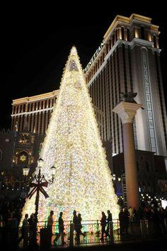 A Las #Vegas #Christmas tradition!